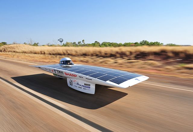 the winner of the 2009 World Solar Challenge, with an average speed of 100.5 km/h